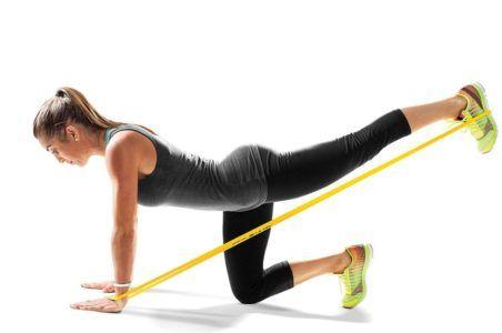 Эффективные упражнения с фитнес-резинкой: прокачиваем всё тело